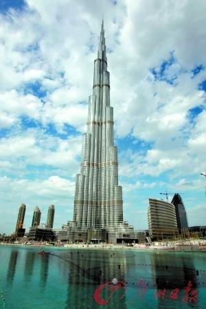 1月3日,即将落成的迪拜塔在外层清洁工作结束后焕然一新。