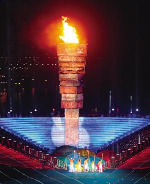形似书山的火炬塔将成为深圳的又一个标志性雕塑。深圳特区报记者 许业周 摄