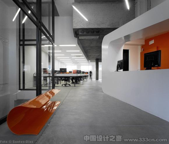 集装箱巧妙应用的办公空间设计