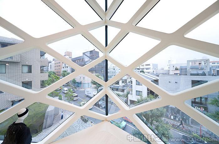 东京PRADA专营店空间设计