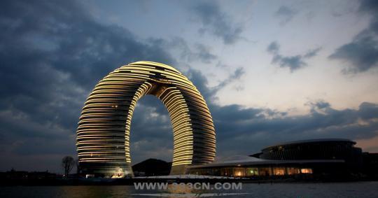 马桶盖 秋裤楼 建筑地标 审美能力 专业设计者 城市规划