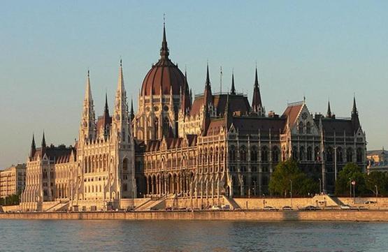 匈牙利 布达佩斯市 多瑙河东岸 国际竞争 涅拜伊・鲍拉什