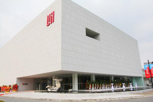 龙美术馆(Long Museum)形象LOGO