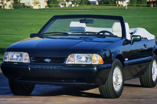 演绎美国精神,从车标演变看福特 Mustang 的 50 年