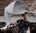 防雨又防风的安全全新型雨伞创意