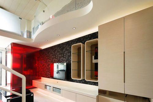 鞋柜以懸空方式表現視覺的延伸感展示柜以內嵌設計形塑出玄關空間豐富的層次感